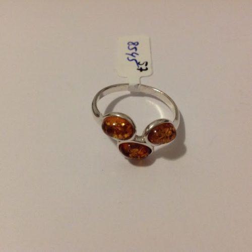 Ezüst gyűrű méz színű borostyánnal