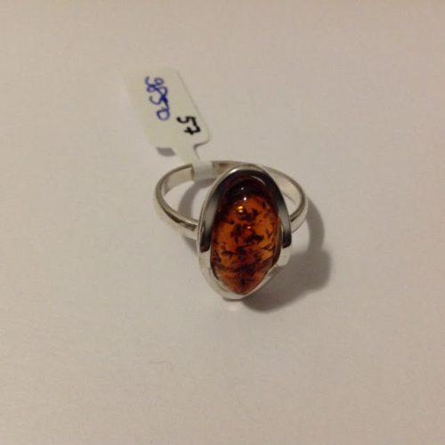 Ezüst gyűrű ovális karamell borostyánnal