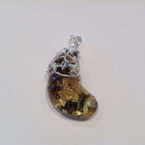 Borostyán köves ezüst medál – Levélavar