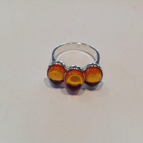 Borostyán köves ezüst gyűrű – Titánbuzogány