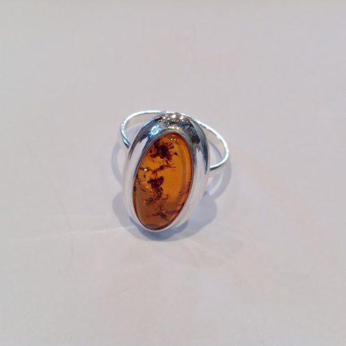 Borostyán köves ezüst gyűrű – Aranyfészek