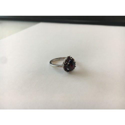 Csepp formájú gránát köves gyűrű
